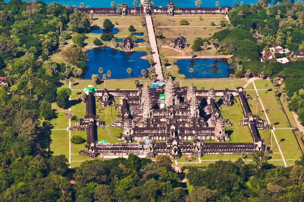 Angkor_Wat_Aerial_View_Siem_Reap_Cambodia_2011.jpg
