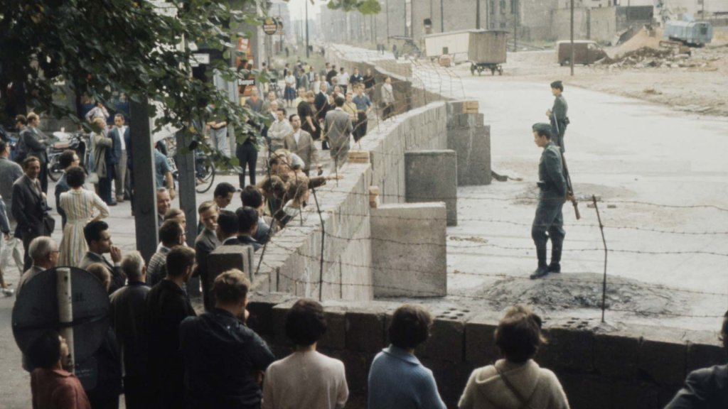 Berlin Wall 1961 (1_6_7).jpg