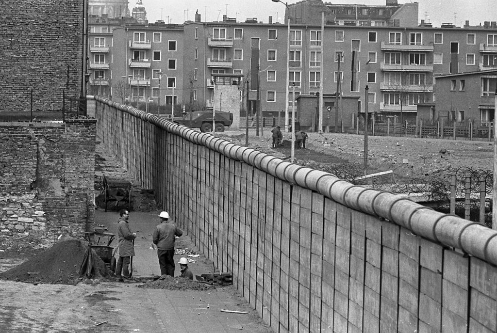 Berlin Wall 1961 (2_110).jpg