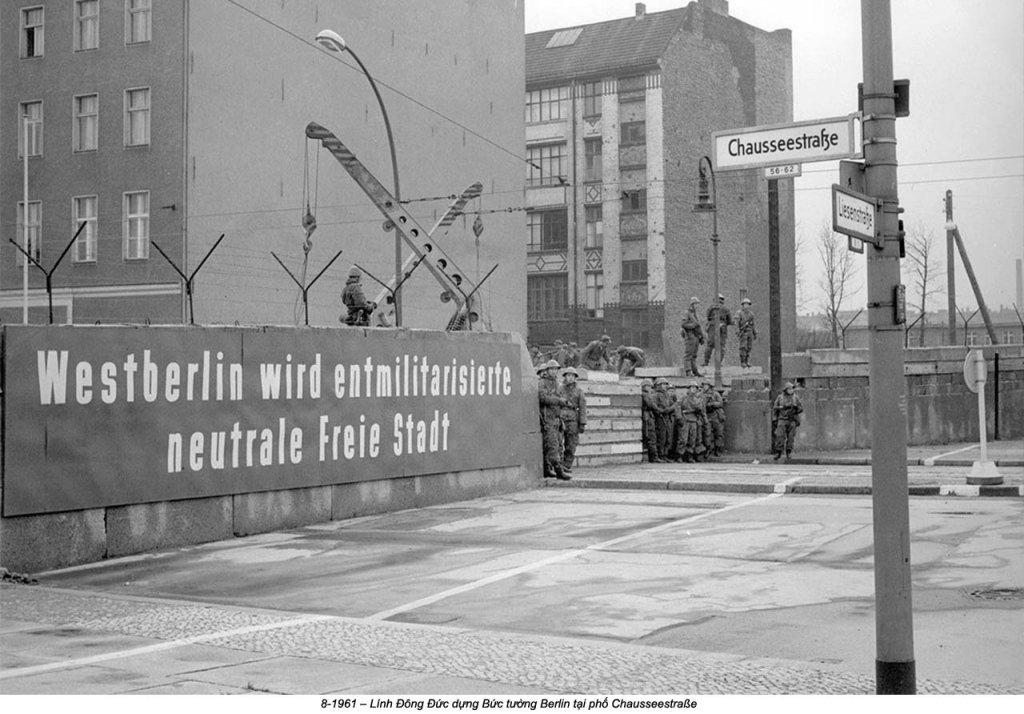 Berlin Wall 1961 (2_137_14).jpg