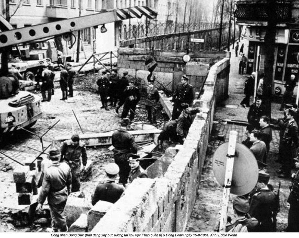 Berlin Wall 1961 (2_137_17).jpg