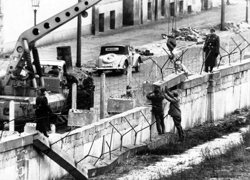 Berlin Wall 1961 (2_137_19).jpeg
