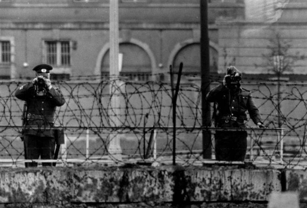 Berlin Wall 1961 (2_164).jpg