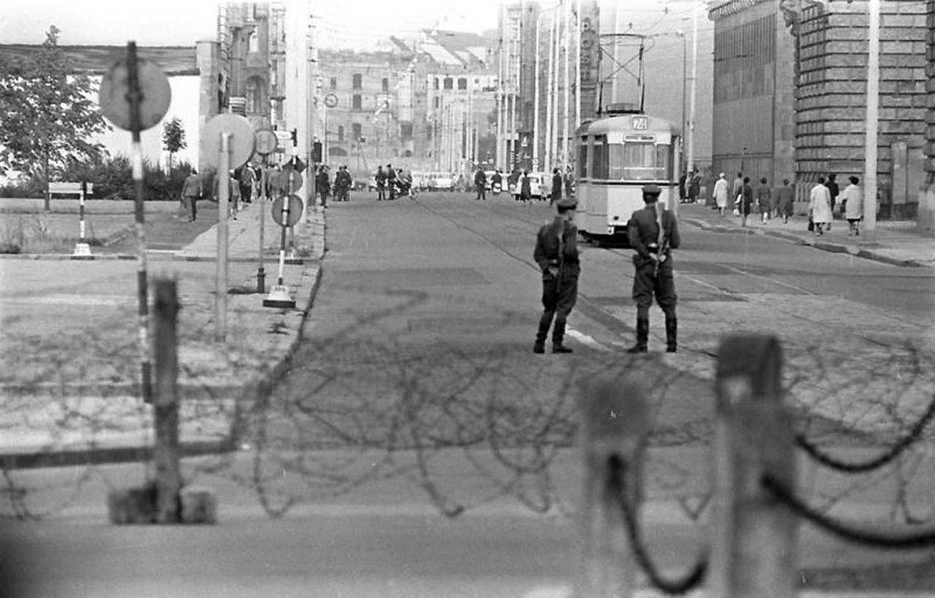 Berlin Wall 1961 (2_165).jpg