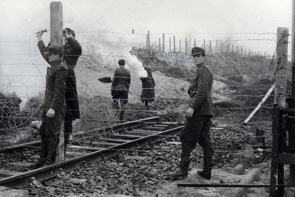 Berlin Wall 1961 (2_96).jpg