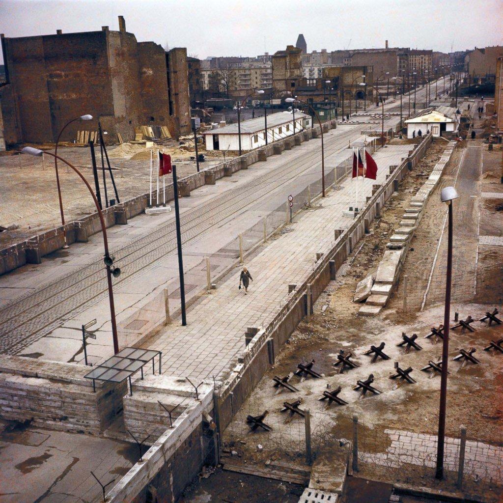 Berlin Wall 1961 (2x_106_4).jpg