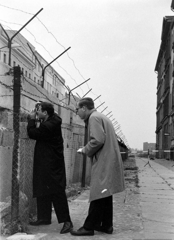 Berlin Wall 1961 (3_12).jpg