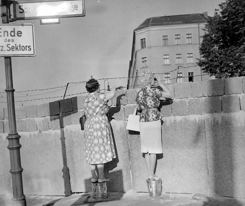 Berlin Wall 1961 (3_18).jpg