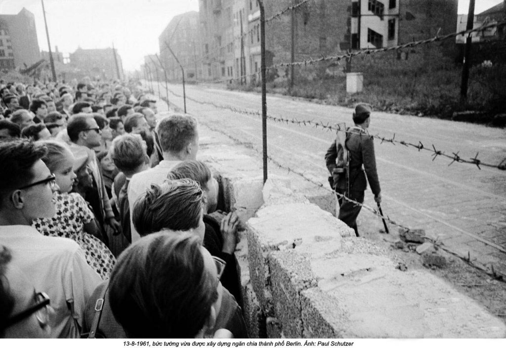 Berlin Wall 1961 (3_8).jpg