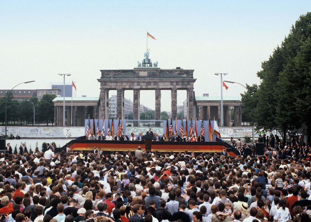 Berlin Wall 1987 (1_3).jpg