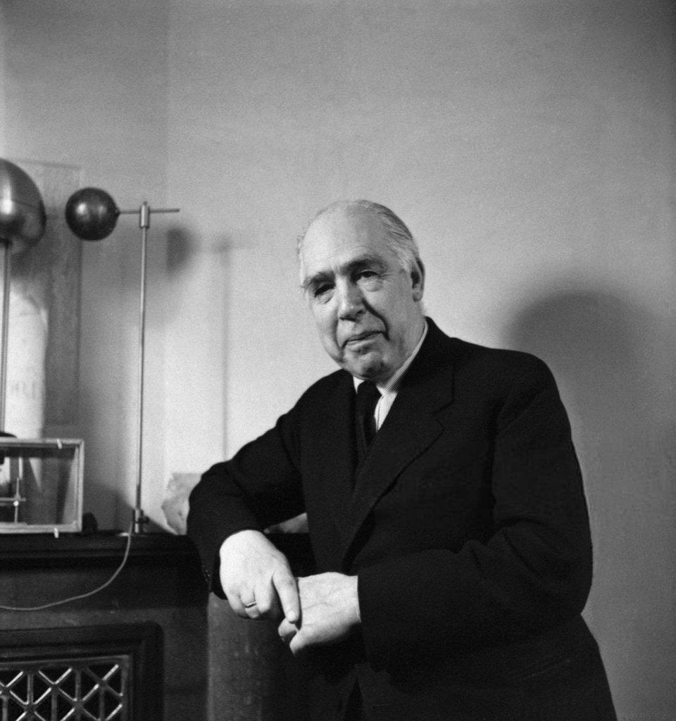 Niels Bohr (3).jpg