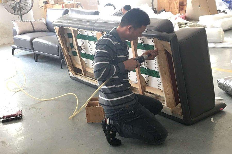 xưởng lắp ráp hoàn thiện sofa
