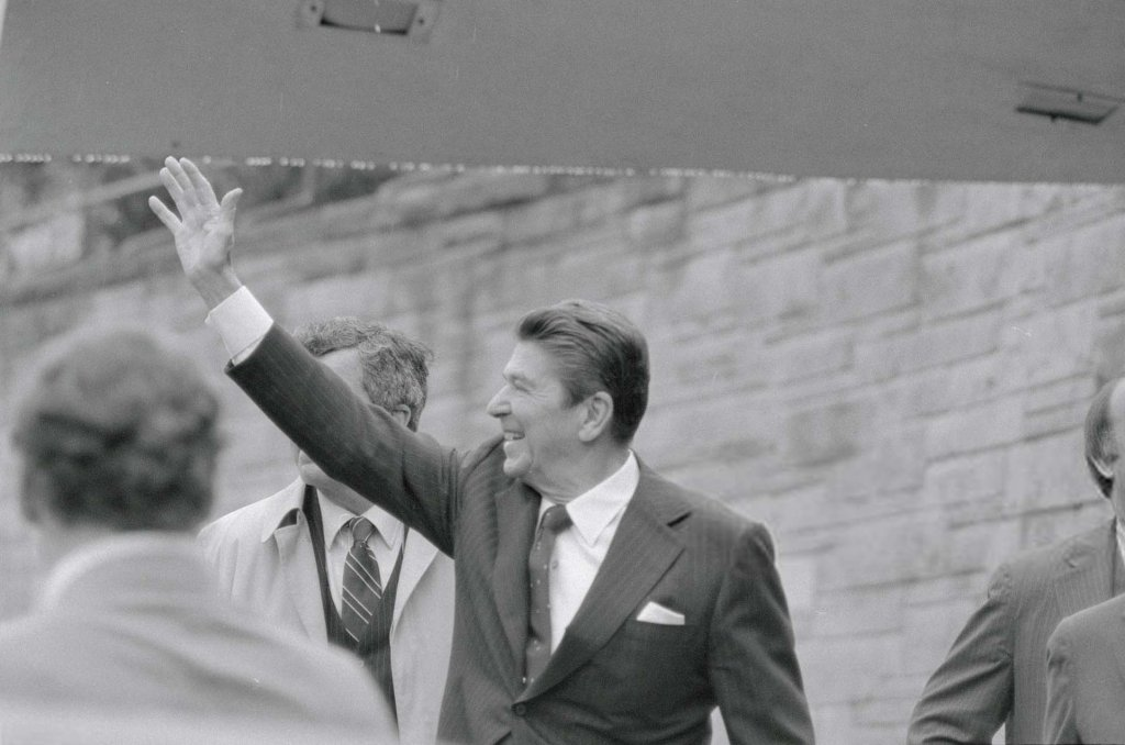 Ronald Reagan (1_1) Ám sát.jpg