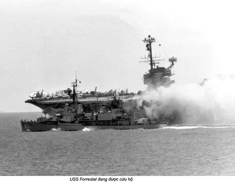 USS Forrestal (2_2a).jpg